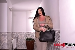 Business unreserved Inna Innaki needs the brush wet pussy fucked really hard GP277