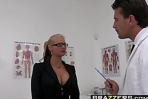 Dirty milf (Phoenix Marie) wants that Doctor Flannel coupled with she wants euphoria rough - BRAZZERS