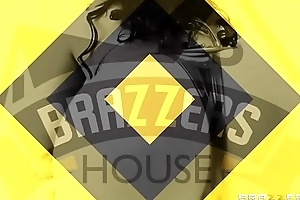 House 3 The greatest - (Bridgette B, Gina Valentina, Destiny Rx, Lela Star, Nicolette Shea, Charles Dera, Isiah Maxwell, Keiran Lee, Michael Vegas, Xander Corvus) - Brazzers